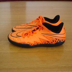 NIKE HYPERVENOM (Youth 1.5) Soccer/Athletic Shoes